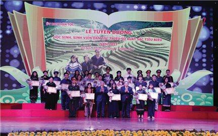 Tiếp sức cho sự nghiệp phát triển giáo dục vùng DTTS và miền núi