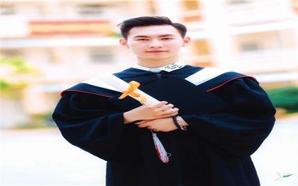 Hành trình đỗ thủ khoa đại học của cậu học sinh nghèo