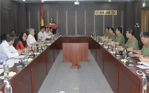 Bộ trưởng, Chủ nhiệm Đỗ Văn Chiến làm việc với Đoàn công tác Học viện Chính trị Công an Nhân dân