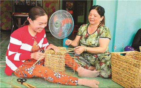 """Mô hình """"Chị khá giúp chị nghèo"""" ở Xà Phiên"""