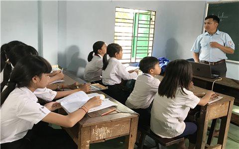 """""""Lớp học yêu thương"""" cho trẻ em nghèo vùng sâu"""