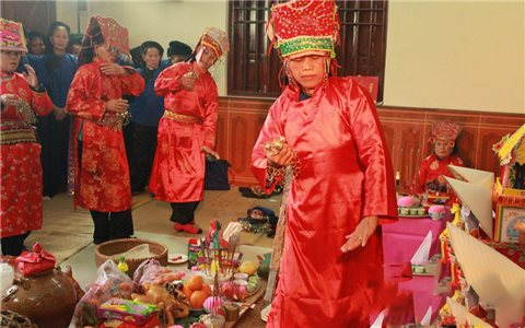 Nghệ nhân Chu Thị Hồng Vân: Cả đời gìn giữ câu Then
