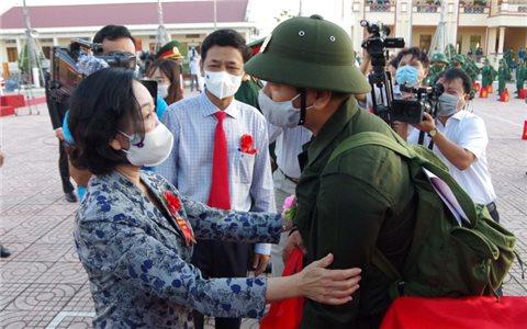 Tưng bừng ngày hội tòng quân tại các địa phương
