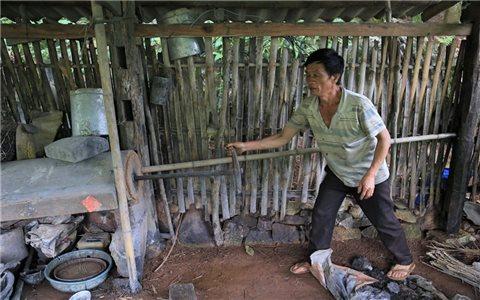 Người thợ đúc lưỡi cày duy nhất của người Dao Yên Sơn