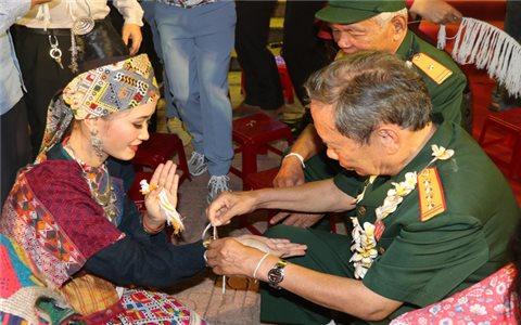 Hơn 500 lưu học sinh Lào vui đón Tết Bunpimay tại Thừa Thiên-Huế