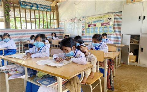 Những lớp học vá víu ở Phia Khăm