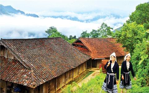 Những ngôi nhà mái ngói âm dương giàu bản sắc ở Khâu Tràng