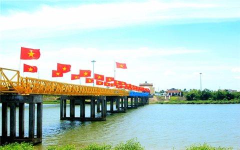 Viết bên cầu Hiền Lương