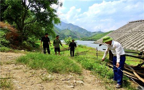 """Con đường """"trong mơ"""" của người dân xã Mỏ Vàng đang thành hiện thực"""