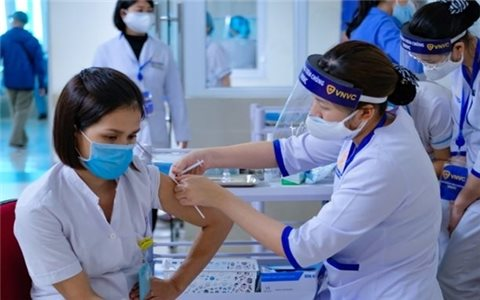 Những điều cần lưu ý sau tiêm vắc xin phòng Covid-19
