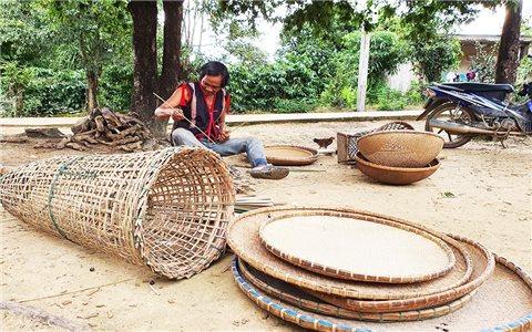 Mặn mà với nghề đan lát