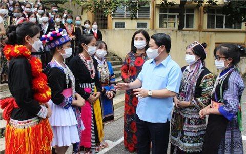 Bộ trưởng, Chủ nhiệm Hầu A Lềnh thăm và làm việc tại Trường Phổ thông Vùng cao Việt Bắc