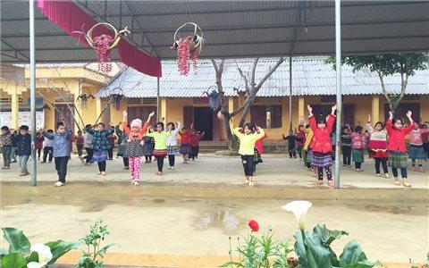 """Si Ma Cai: """"Tái khởi động"""" mô hình bán trú dân nuôi để giữ chân học trò"""