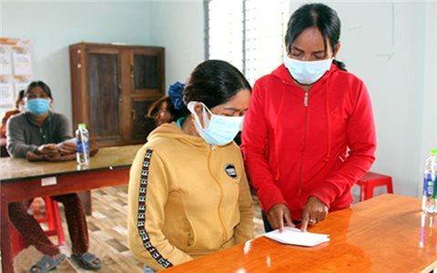 Nữ Tổ trưởng Tổ cộng đồng người Mạ của làng Buôn Gõ