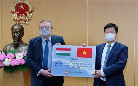 Hungary tặng Việt Nam 100.000 liều vắc xin Covid-19 và 100.000 kit xét nghiệm nhanh