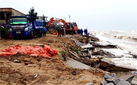 Bộ đội Biên phòng Quảng Bình tham gia khắc phục hậu quả mưa lũ, tìm người dân mất tích