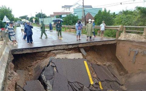 Bình Định: Mưa lớn trên diện rộng, nhiều địa phương bị ngập, nguy cơ sạt lở cao