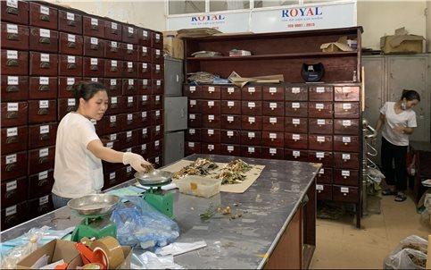 Lương y Đinh Thị Phiển: Gần nửa thế kỷ cống hiến cho nền y học cổ truyền