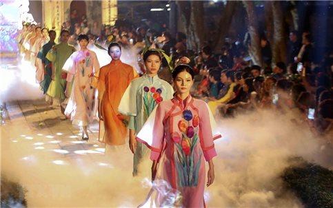 Lan tỏa giá trị văn hóa của áo dài truyền thống