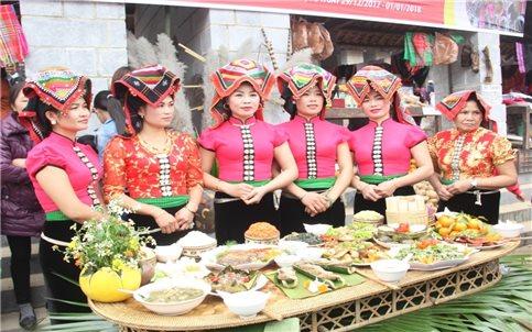 Lòng cá nấu lá đắng - món ngon của đồng bào Thái Sơn La