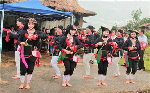 Múa nghi lễ của đồng bào DTTS