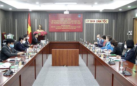 Bộ trưởng, Chủ nhiệm UBDT Hầu A Lềnh làm việc với Trưởng đại diện của UNICEF tại Việt Nam