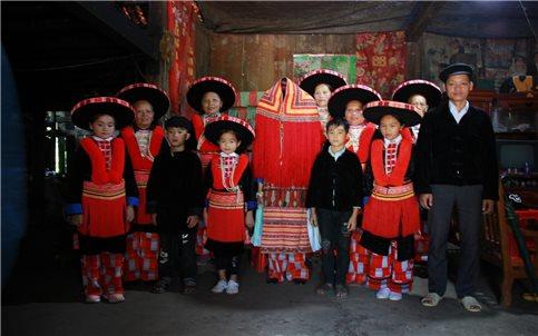 Cao Bằng: Khảo sát, nghiên cứu di sản trang phục truyền thống của người Dao Đỏ