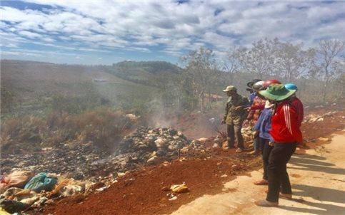 """Đăk Nông: Người dân khốn khổ vì bãi rác """"đốt lộ thiên"""""""