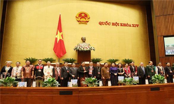Chủ tịch Quốc hội gặp mặt Đoàn đại biểu các DTTS Việt Nam