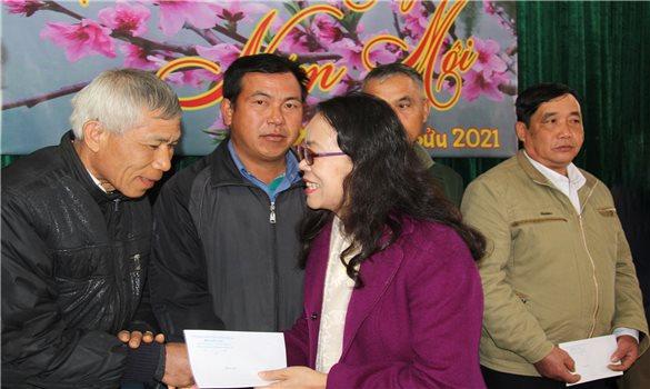 Thứ trưởng, Phó Chủ nhiệm Hoàng Thị Hạnh chúc Tết tại huyện Sốp Cộp, tỉnh Sơn La