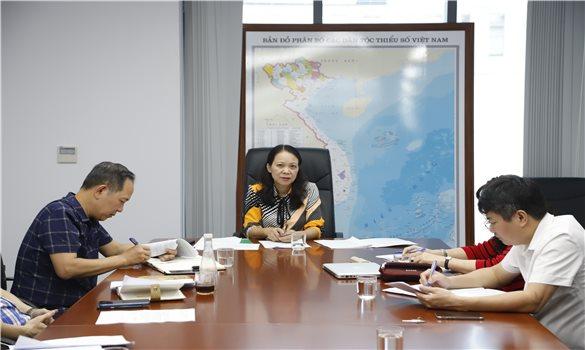 Thứ trưởng, Phó Chủ nhiệm UBDT Hoàng Thị Hạnh làm việc với Tạp chí Dân tộc
