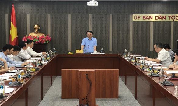 Bộ trưởng, Chủ nhiệm Ủy ban Dân tộc Hầu A Lềnh làm việc với Vụ Tổng hợp