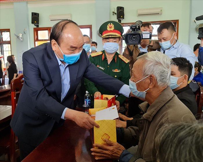 Thủ tướng: Cần đặc biệt chăm lo gia đình chính sách, gia đình khó khăn trong dịp Tết