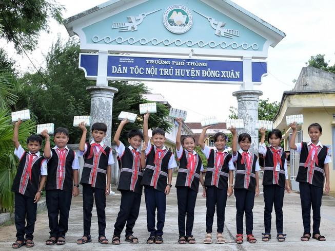 """13 năm qua, Quỹ sữa Vươn cao Việt Nam bền bỉ thực hiện sứ mệnh """"Để mọi trẻ em đều được uống sữa mỗi ngày"""", mang niềm vui uống sữa đến với trẻ em trên mọi miền đất nước."""