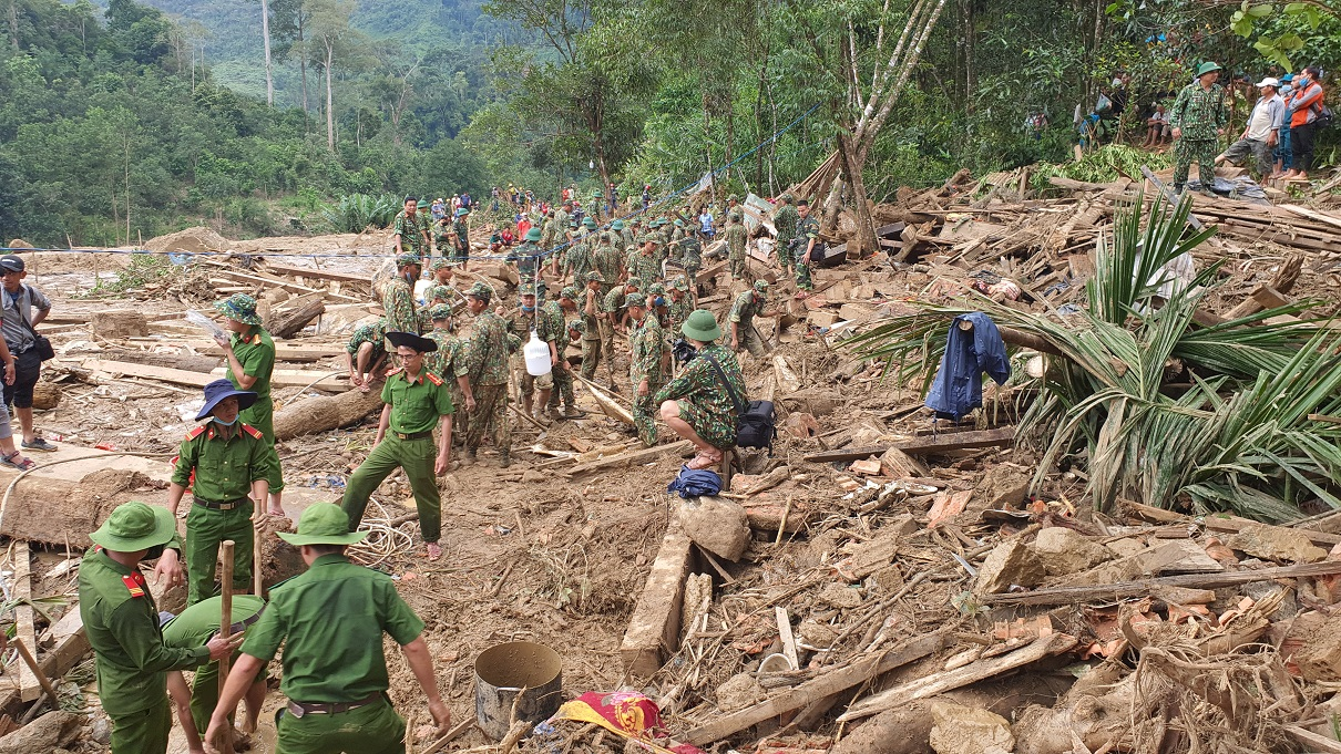 Hiện trường vụ sạt lở đất ở thôn 1, xã Trà Leng, huyện Nam Trà My, tỉnh Quảng Nam, nơi vẫn còn nhiều người mất tích (Ảnh: Tổng cục Phòng chống thiên tai cung cấp)