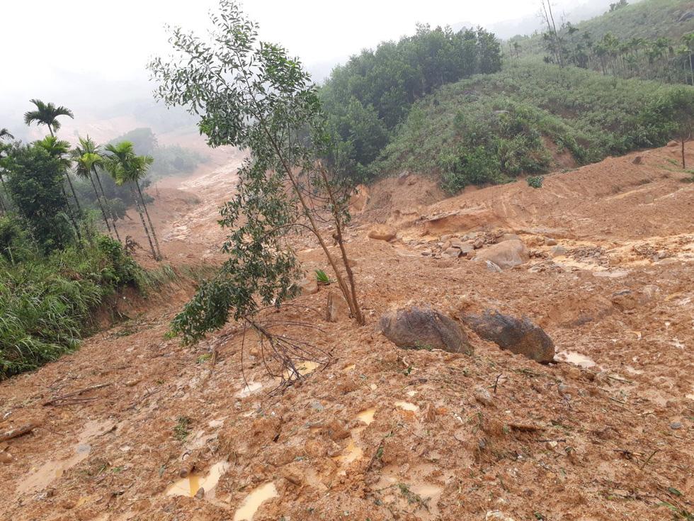Vụ sạt lở đất rạng sáng ngày 11/11/2020 tại thôn thôn Ra Pân, xã Sơn Long, huyện Sơn Tây, tỉnh Quảng Ngãi