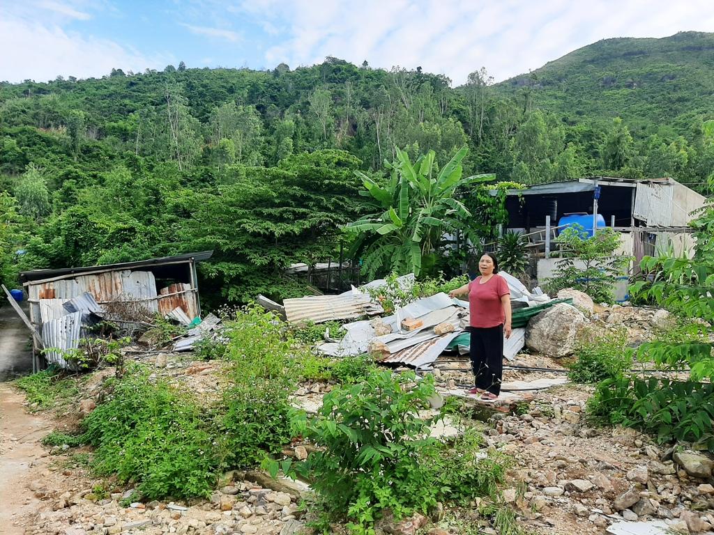 Bà Trần Trị Gái sống bên cạnh khu vực sạt lở khiến 5 người chết ở thôn Thành Phát