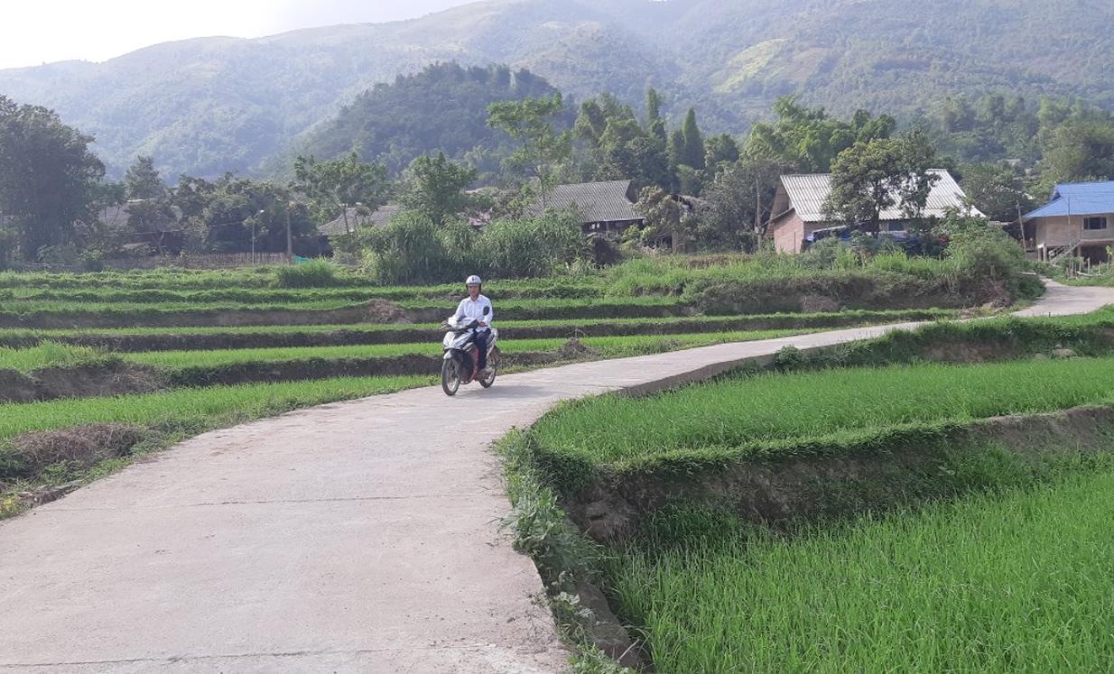 Tuyến đường bê tông ngõ xóm với chiều dài 1,2km được người dân Bản Pàu thi công chưa đến 2 tháng