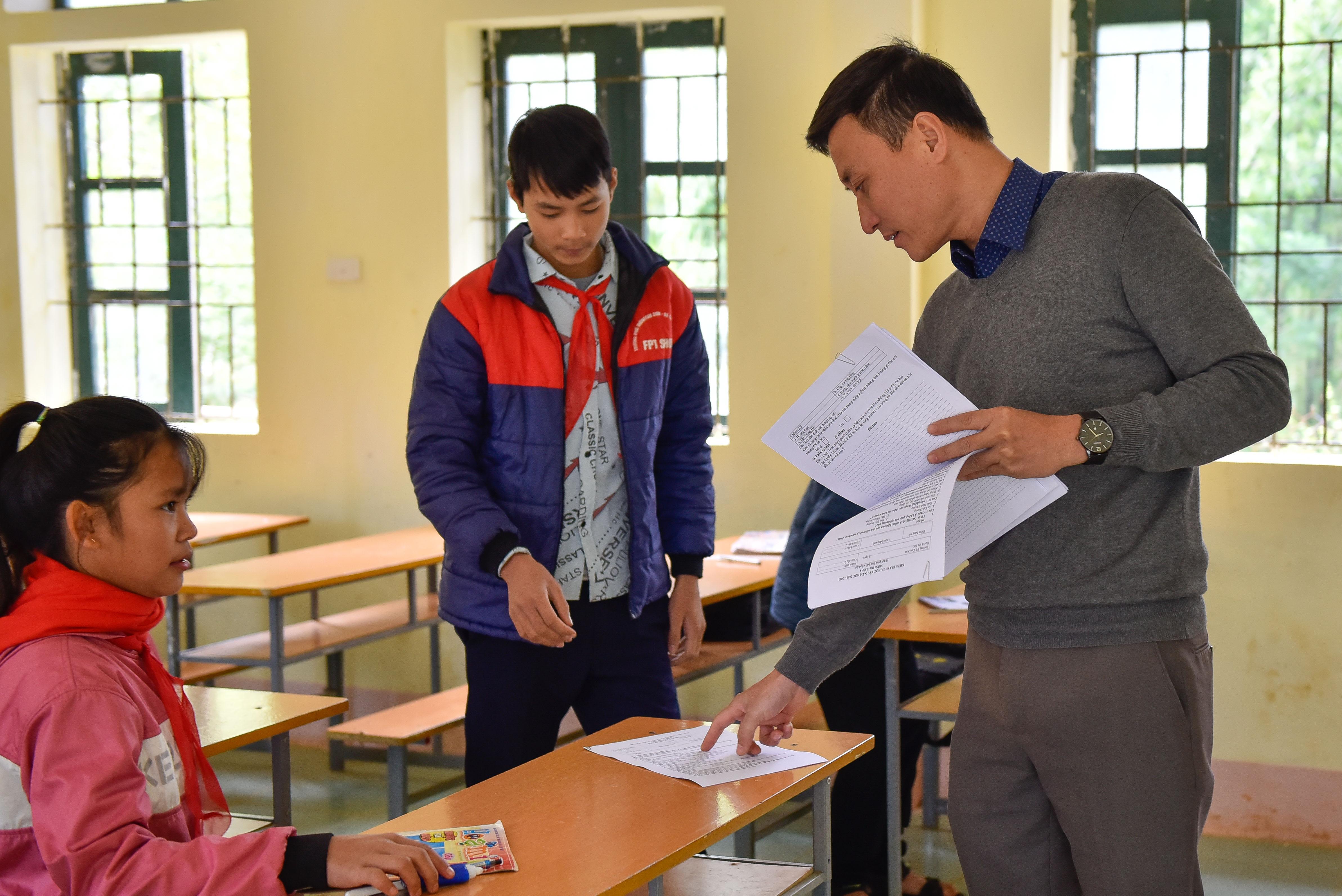 Những thầy giáo ở Cao Sơn luôn miệt mài, tâm huyết với học sinh