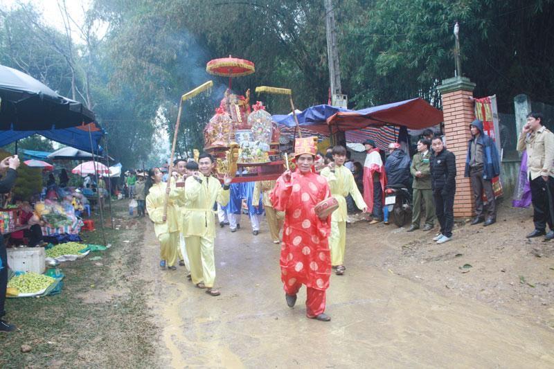 Trong các lễ hội quan trọng như Hội khai hạ Mường Bi, lễ cưới, lễ hội… đều có sự xuất hiện của mo Mường (Ảnh chụp hội Mường Bi Tân Lạc 2019)