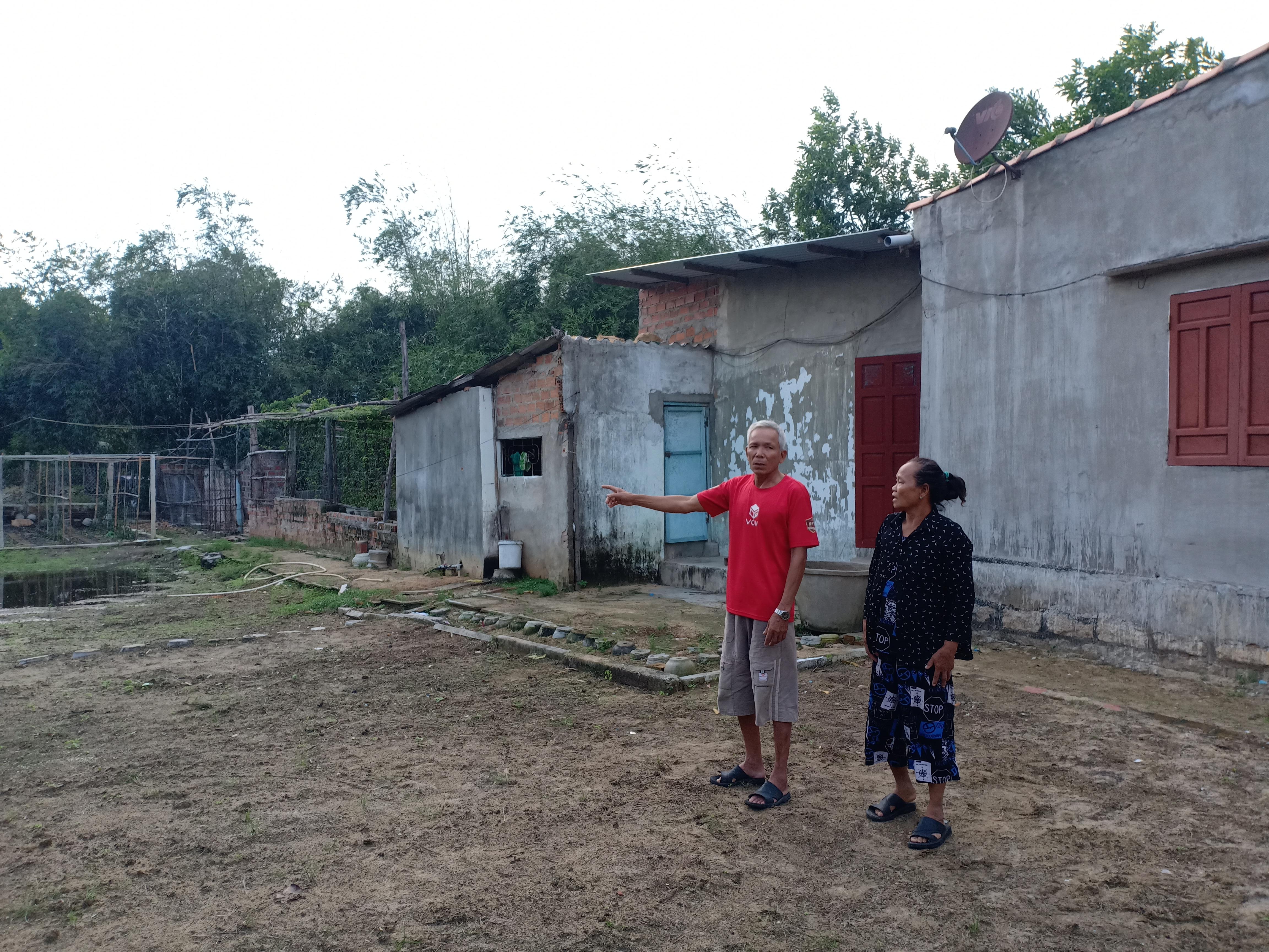 Gia đình ông Võ Tấn Luyện đang rất lo lắng vì sắp bị cưỡng chế nhà.