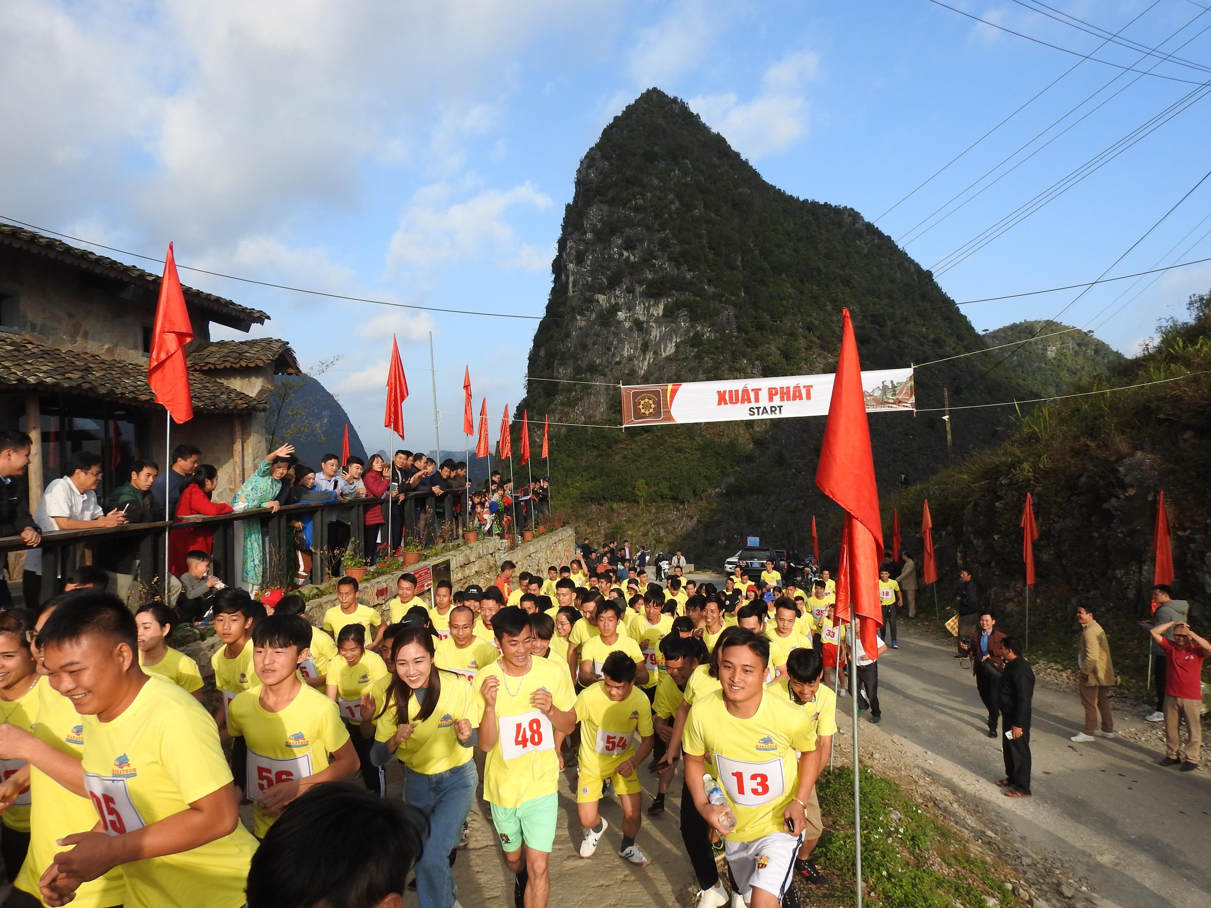 Các vận động viên tham gia giải chạy bán Marathon
