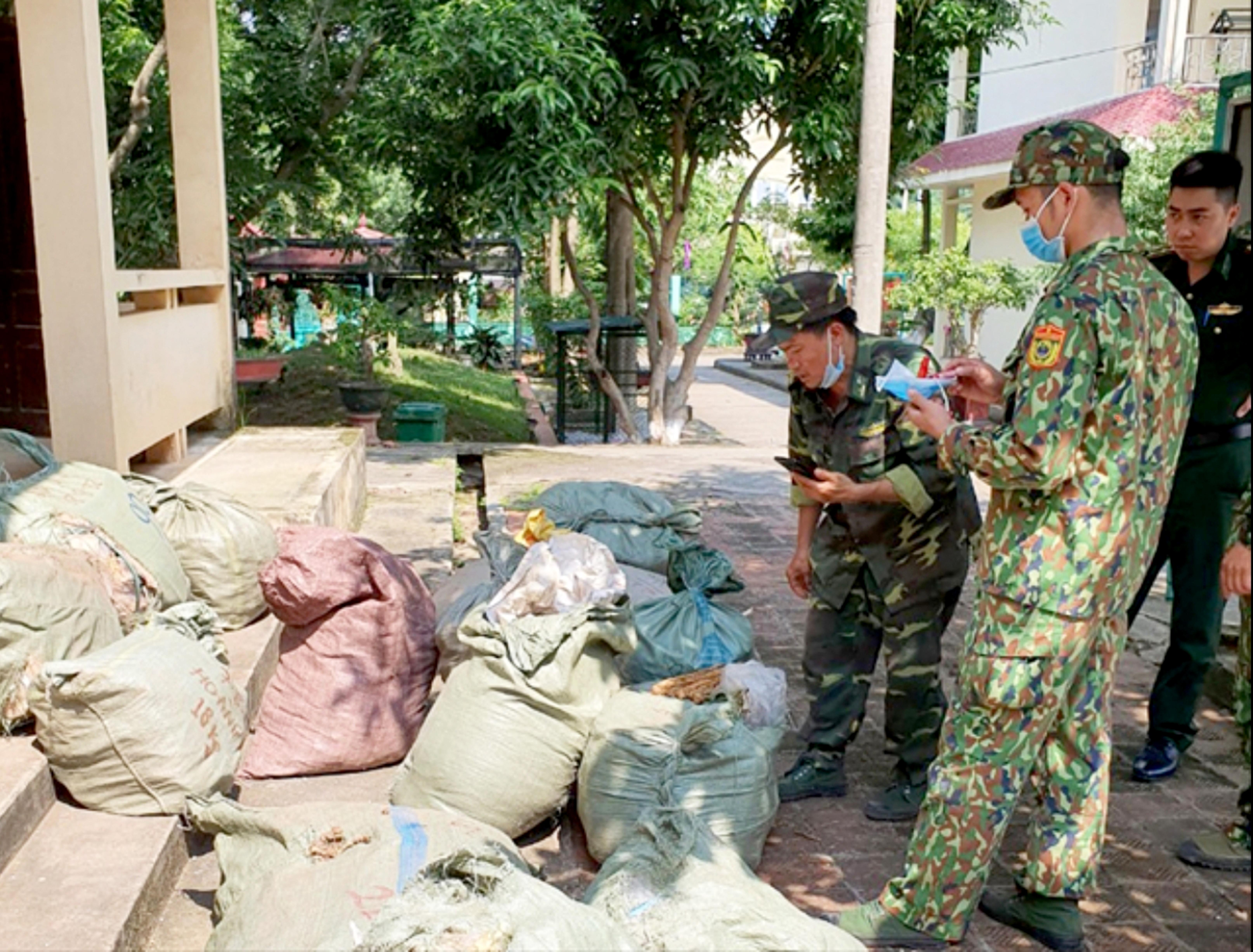 Số lượng lớn dược liệu nhập lậu do Đồn Biên phòng Chi Ma thu giữ.