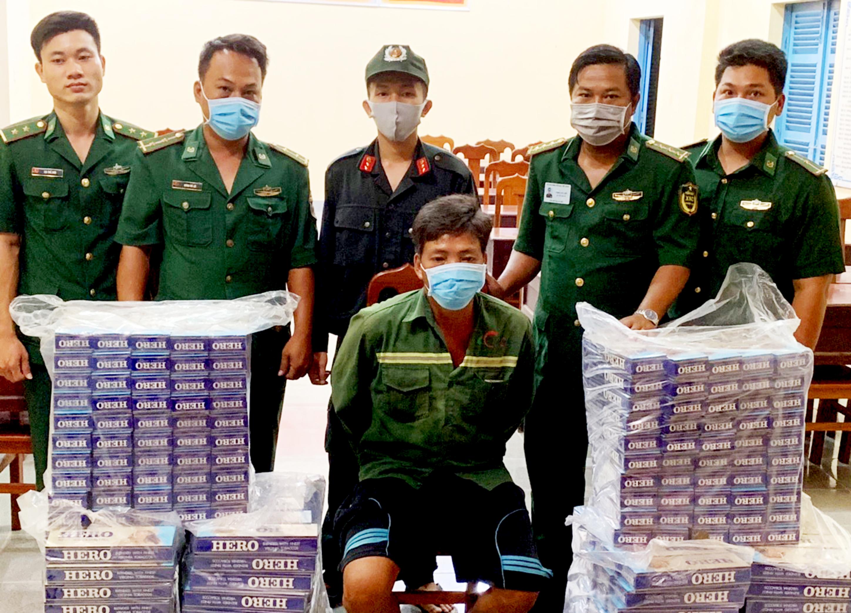 Bộ đội Biên phòng Cửa khẩu Quốc tế Hà Tiên tạm giữ đối tượng và tang vật là 3.000 gói thuốc ngoại nhãn hiệu Hero để xử lý theo quy định.