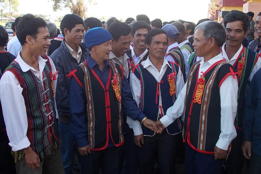 Người có uy tín tỉnh Gia Lai trao đổi kinh nghiệm tuyên truyền, vận động trong đồng bào DTTS (Ảnh: TN)
