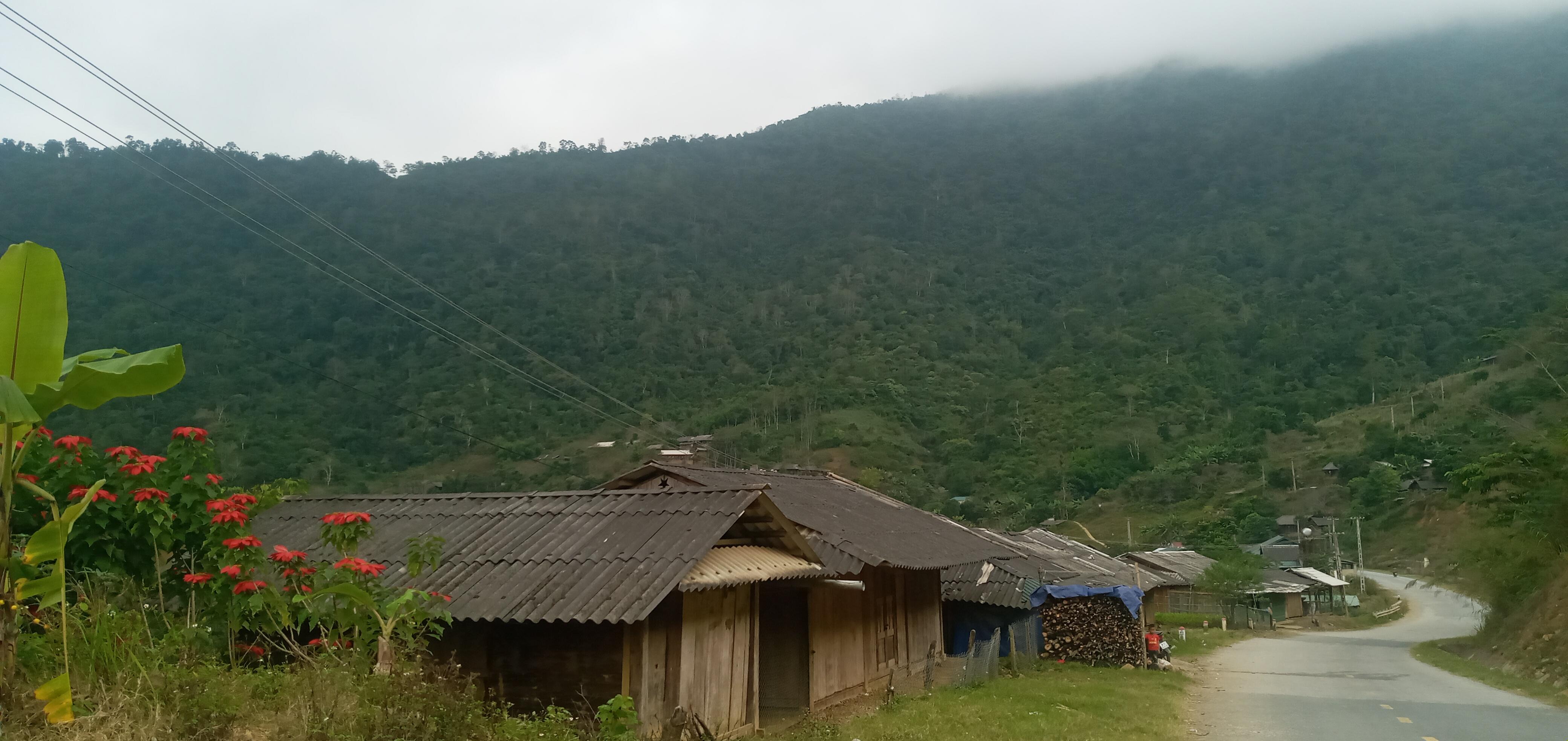Cuộc sống còn nhiều khó khăn, thiếu thốn của đồng bào ơ bản suối Phái, đặc biệt là tình trạng thiếu nước sạch sinh hoạt.