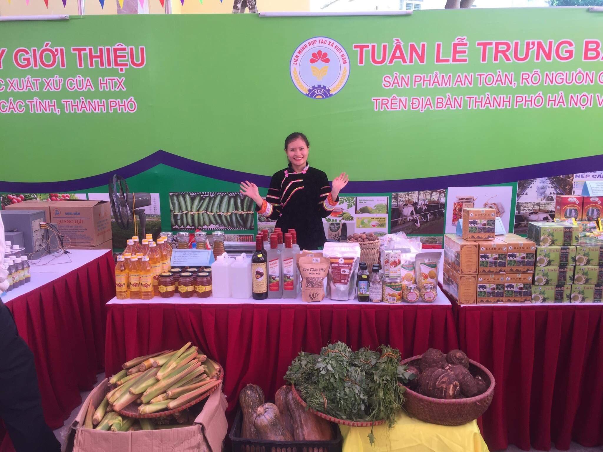 HTX Nông Lâm nghiệp và Dịch vụ thương mại tổng hợp Po Mỷ giới thiệu nông sản tại các hội chợ, triển lãm…