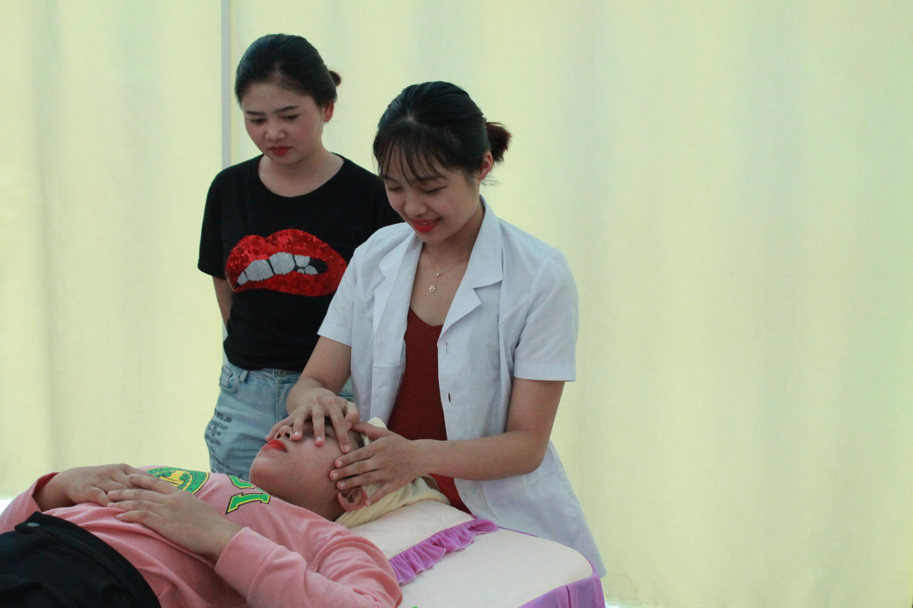 Thanh niên DTTS trên địa bàn tỉnh Đăk Lăk tham gia học nghề chăm sóc sắc đẹp