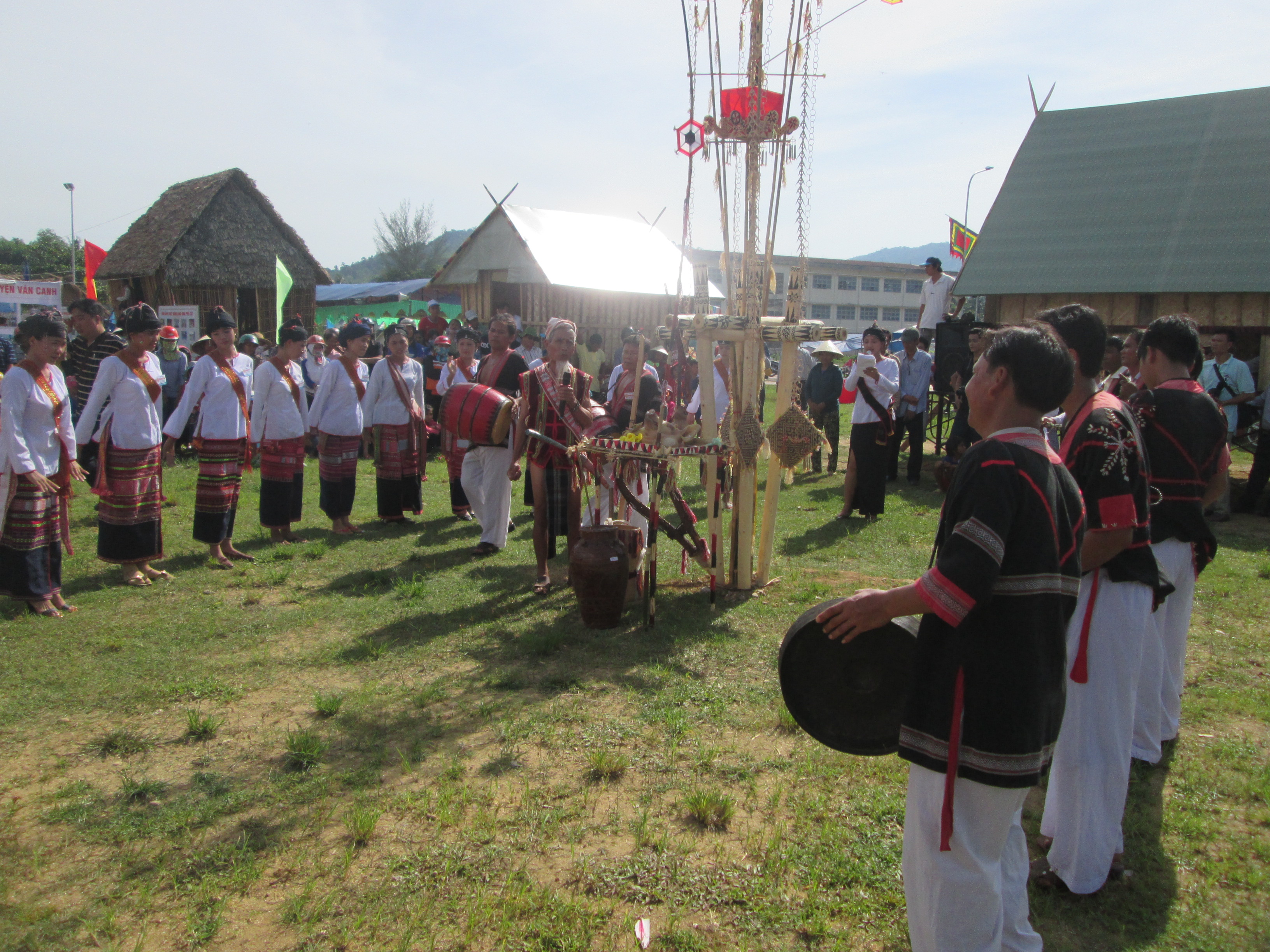 Lễ hội cầu mưa của người Chăm H'roi huyện Vân Canh