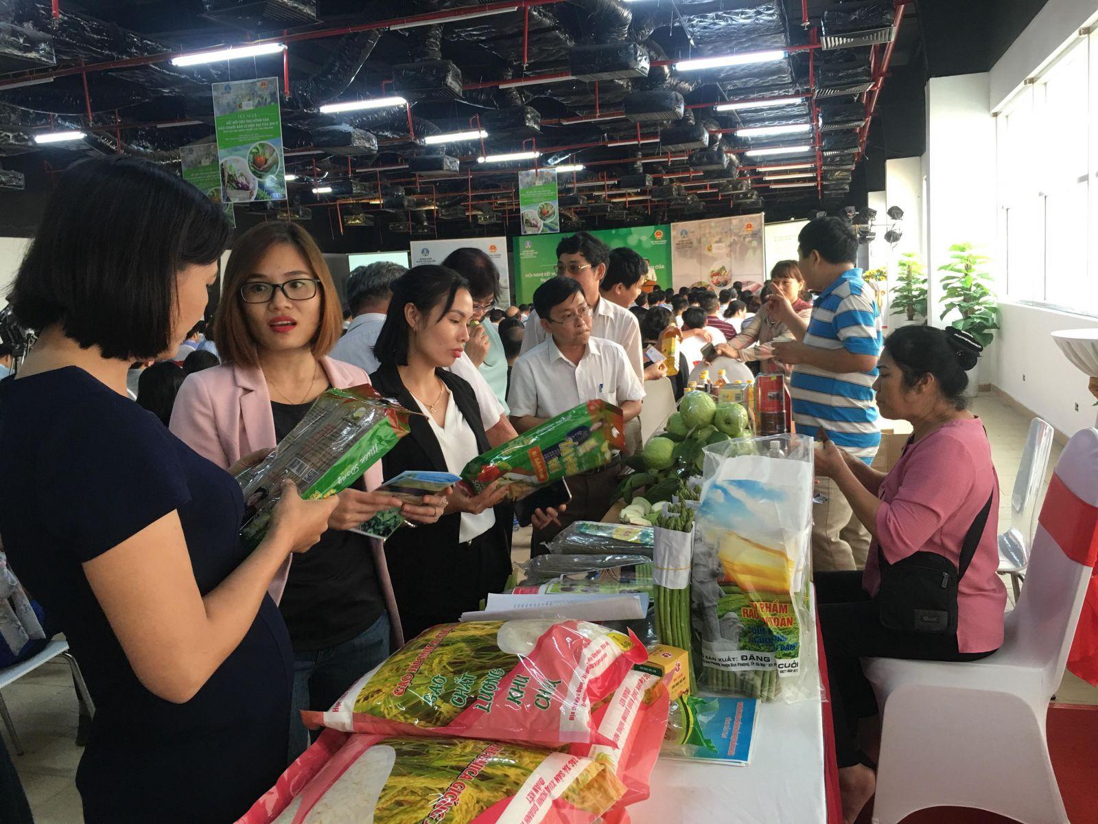 Các sản phẩm OCOP của Hà Nội được trưng bày tại triển lãm giao thương các sản phẩm OCOP năm 2019 (Ảnh tư liệu)